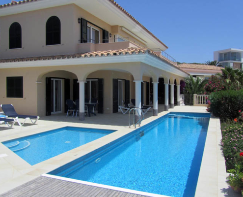 Twin pools Villa Niqui Cala Llonga
