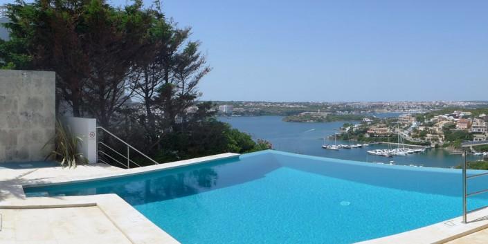 Pool & harbour views VF051